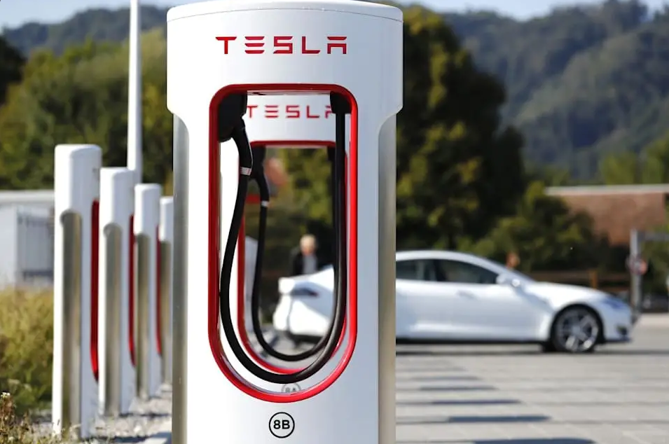 Tesla Charging Stations Put White Rhino Coffee + Kitchen, Waxahachie on the Map